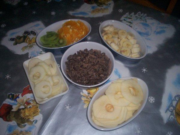 raclette pierrade , dessert petite poelle de fruits au chocolat accompagner de sa glace vanille maison