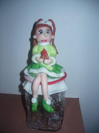 Ouh la vilaine elle mange mes gâteaux lol!