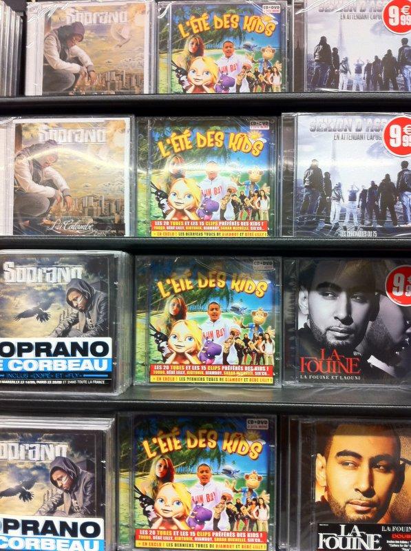 """En attendant la sortit officielle de mon album découvre en Exclu le titre """" Djamboy Djamboy ainsi que le CLIP INEDIT sur la compile """" L'été des kids """" à présent dans TOUS les magasins Bisous DJAMBOY !!!!!!"""