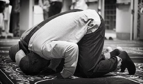 La plupart des frères et soeurs disent qu'une fois qu'ils auront arrêté les conneries, ils feront la prière... Est-ce que t'as déjà vu quelqu'un prendre des médicaments une fois guéri ?