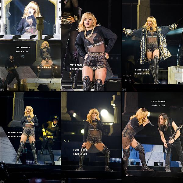 08 Juin 2013 - Rihanna en concert au Stade de France à Paris.