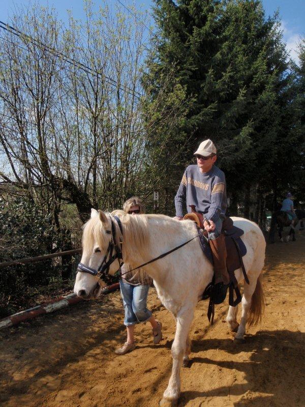 moi qui conduit mon cheval avec moumouche
