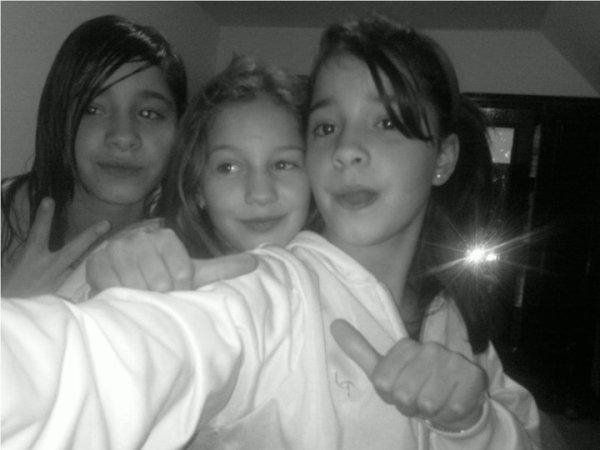 mwa et mes deux soeur kelly et cathy