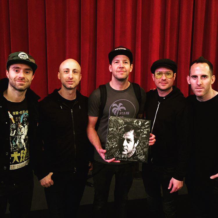 Simple Plan signe le vinyle « The Songs Of Tony Sly : A Tribute »