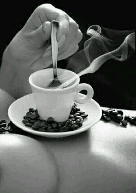 Le café est servi ... Bonne semaine à tous et à toutes :)