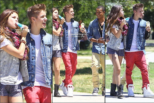 30 juin - Selena a été vue en compagnie de Justin Bieber mangeant une glace avec un ami à Van Nuys en Californie.
