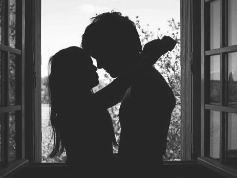 C'est dur quand les gens te manquent. Mais ça veut dire que tu étais chanceux, que tu avais quelqu'un dans ta vie, quelqu'un d'assez important pour te manquer. - Les Frères Scott