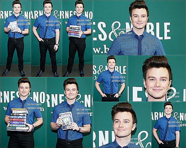 * 10/07/17 : Chris a donné une séance dédicaces pour son nouveau livre au magasin « Barnes & Noble » - à NY. Chris C. était également présent sur le plateau de l'émission Sirius XM toujours pour la promotion de son nouveau livre. J'aime ses tenues. Des Tops  *