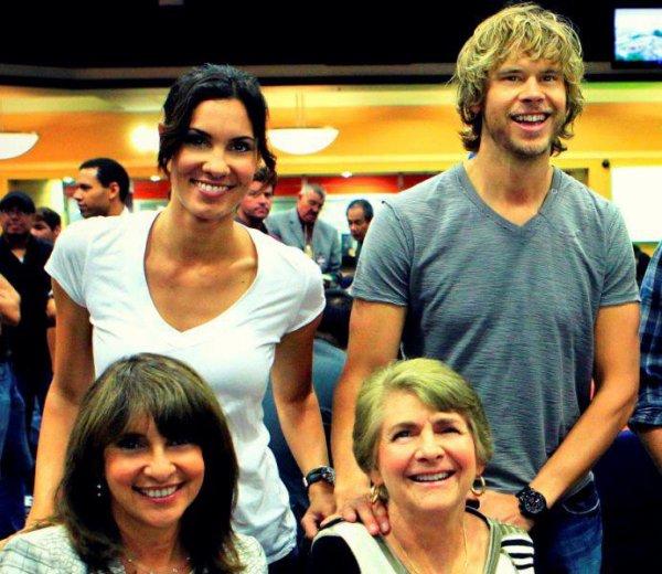 Daniela Ruah et Eric Christian Olsen et leurs mères