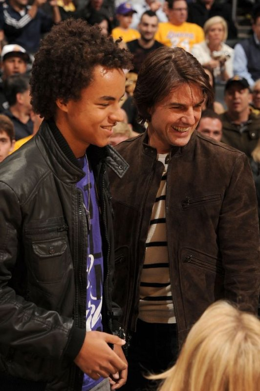 tom cruise et connor au matche des lakers