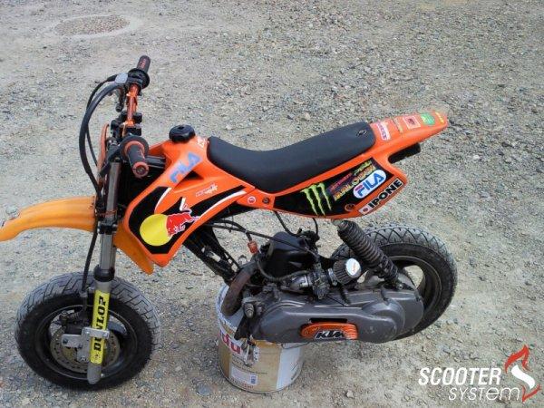 photo du jour : moteur de scoot sur base de dirt :)