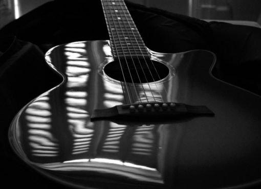 Quand une fille te demande d'écouter une chanson, c'est parce que les paroles sont tous les mots qu'elle a peur de te dire..