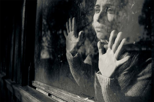 """""""Si parfois tu pleures sans savoir pourquoi, que tu déprimes certains jours.. La raison est simple. Tu as beau te mentir, on ne s'habitue jamais à l'absence.."""""""