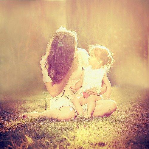 """""""Lorsqu'on est petit, on croit que ses parents n'ont que des qualités et on les aime aveuglément. Plus tard, on pense les détester parce qu'ils ne sont pas aussi parfaits qu'on se l'imaginait et qu'ils nous déçoivent. Mais encore plus tard, on apprend à accepter leurs défauts parce-que nous aussi, nous en avons. Et c'est peut-être ça, devenir adulte."""""""