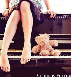 Je t'oublierais que lorsqu'un pianiste sourd entendra tomber une pétale de rose sur un sol de cristal.