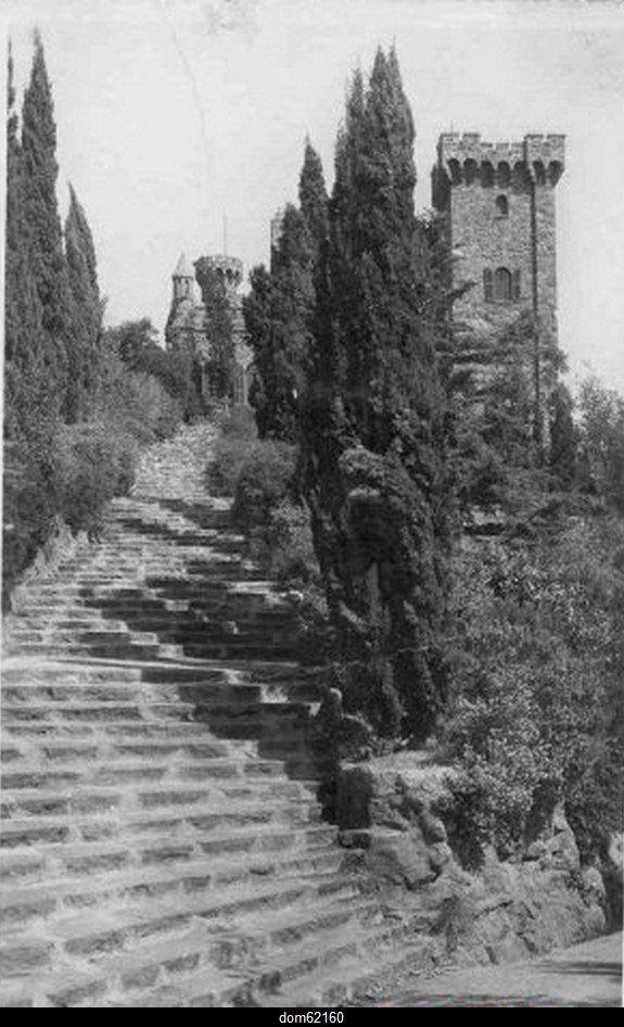 Art 1698 : Montée vers le château