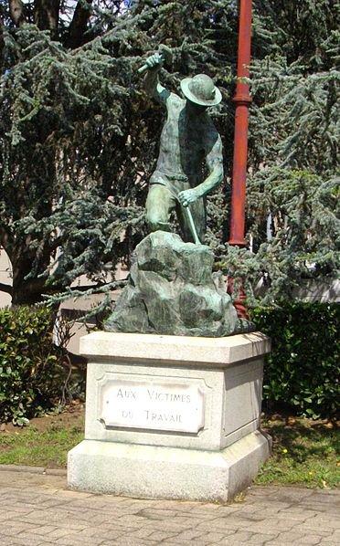 Art 1731 : Statue de mineur à Carmeaux