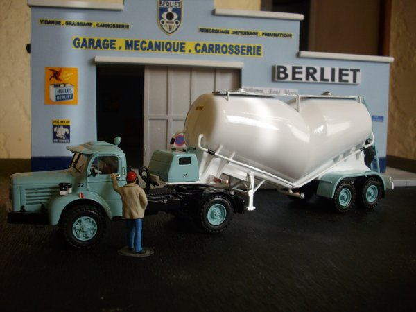 Berliet TLM10 M2 et sa semi a pulvé Filliat