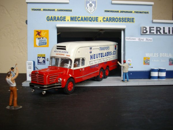 BERLIET GBM 15 6X2 fourgon isotherme