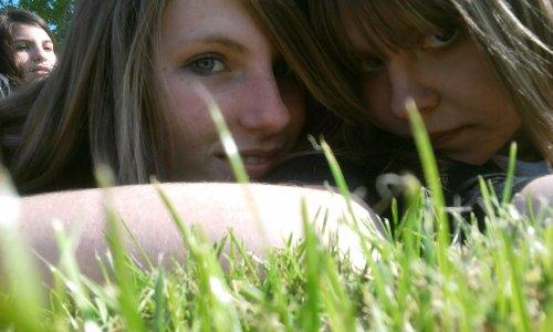 Où que tu sois Je n't'oublierai pas. Même si t'es loin. Tu resteras toujours en moi. Un jour je sais qu'on se retrouvera. Dans une autre vie. On se rejoindra