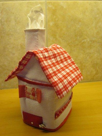 Petite maison pour mouchoirs en papier offerte à Charlène pour ses 22 ans.