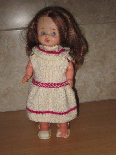 Une jolie poupée qui marche et qui est toujours en état de fonctionner. Sa chaussure a souffert !