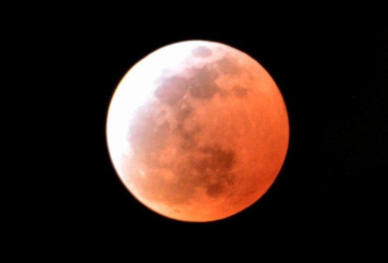 souvenir de cette 3 ieme lune de sang .!!!  4 avril 2015