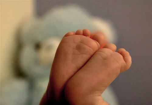 """"""" Vivre la naissance d'un enfant est notre chance la plus accessible de saisir le sens du mot miracle. """""""