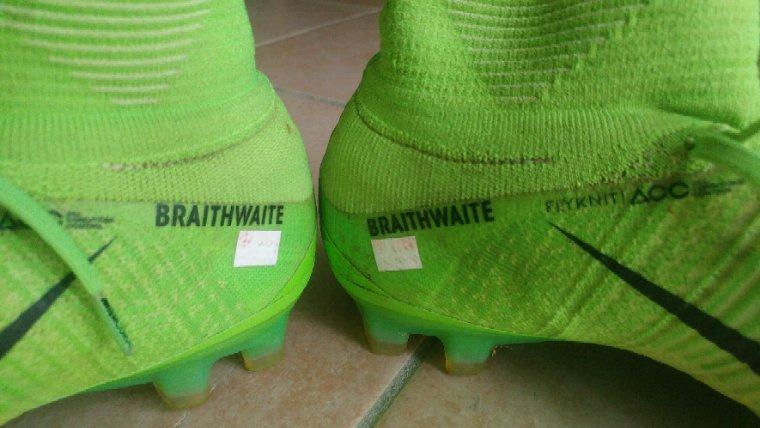 Crampons portés par Martin Braithwaite