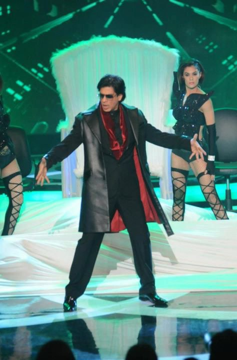 Shahrukh in Apsara Awards 2012