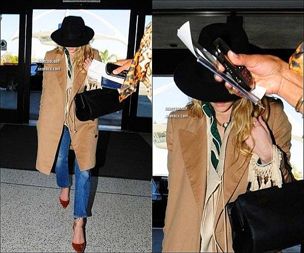 . 02/04/2012 : Ashley a été aperçu à l'aéroport LAX dans Los-Angeles. _________Enfin des news... .