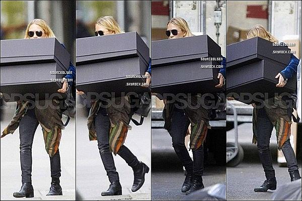 . 09/04/2012 : Mary-Kate Olsen était dans les rues du quartier de Soho dans New-York City. .