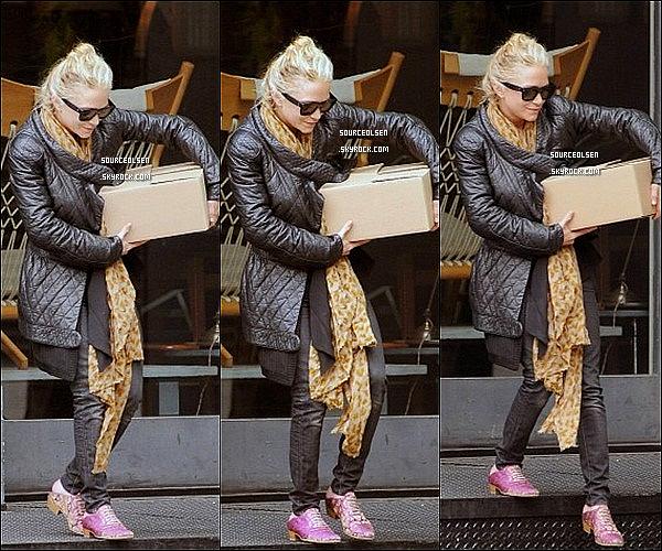. 02/05/2012 : Mary-Kate a été vu allant chez une amie et repartant après, à Tribeca dans New-York. .