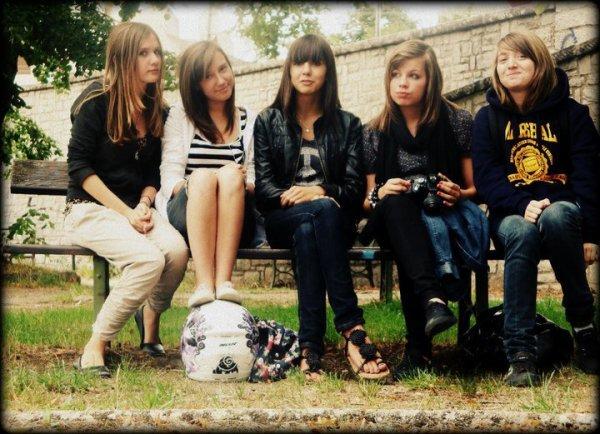 mes amies, c'est avec eux que j'ai grandi, ils m'ont fais evoluer ! je ne l'ai oublierai jamais malgrés la distance, et nos coeur qui se manque..♥