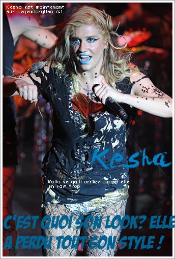 Kesha et son sois-disant nouveau style...Qu'est-ce qu'il lui arrive à la chanteuse lors de son dernier concert à Londres ? Kesha arrive sur scène dans une tenue inexplicable.Collant façon gothique,culotte en pailettes par-dessus le collant,tee-shirt déchiré façon clocharde et n'en parlons pas du maquillage très voyant:rouge à lèvres bleu,eye liner bien voyant,un grand motif au coin de l'oeil.Mon avis:J'ai même pas envie d'en parler tellement que c'est moche.On en reste sans voix.