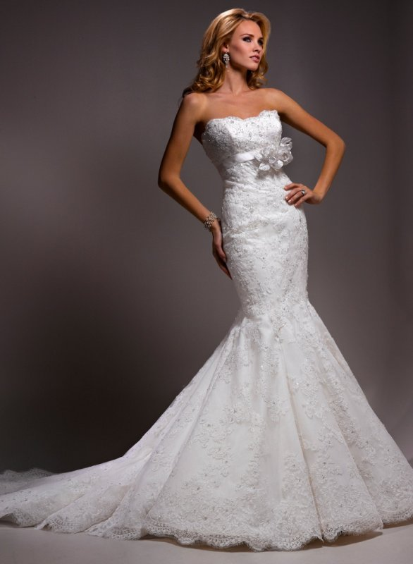 Lace And Tulle Mermaid Scalloped Neckline Wedding Dress