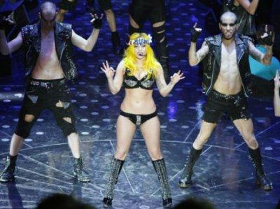PHOTOS - Lady Gaga en concert : la chanteuse aurait-elle pris un peu de poids ?