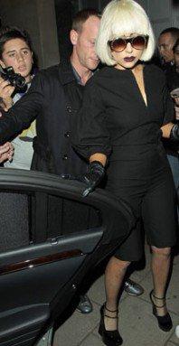 PHOTOS - Lady Gaga : un look presque normal !