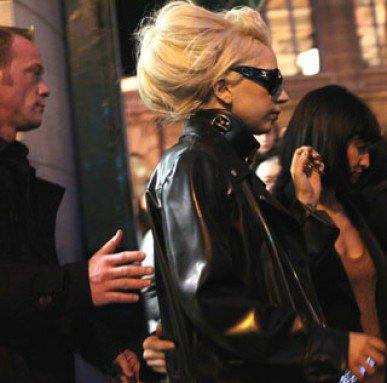 PHOTOS - Lady Gaga : malgré le froid parisien, elle sort sans pantalon !