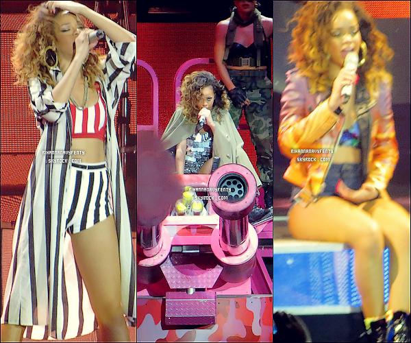 """20/12/11 - Rihanna magnifique et souriante performant à """" Londres """" dans le cadre de sa tournée mondial Rihanna a fait sadernière concert a Londres , elle a changer sont look pour la premiers fois , pour moi elle et sublime Riri"""