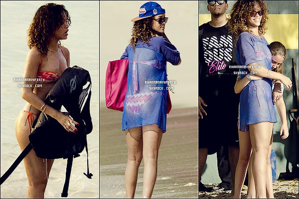 29/12/11 - Rihanna a été aperçue cette après-midi, sur les plages de la Barbade avec ses deux frères Rorrey Et Rajad ; Rihanna F a twitté presque toutes la journée ! le prochain single. « Roc Me Out », Talk That Talk et Where Have You ton avis. ?!