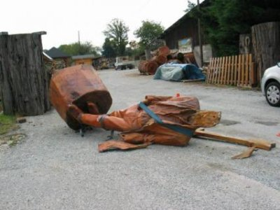 Une statue de Johnny Hallyday décapitée