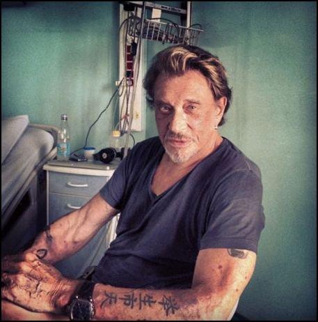 Voici la première photo de Johnny Hallyday dans sa chambre d'hôpital !