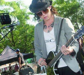 Le rock samouraï de Miyavi électrise la scène de Patrimonio (18/07/11)