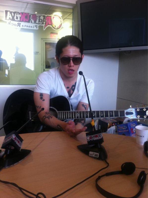 MIYAVI à une radio Colombienne
