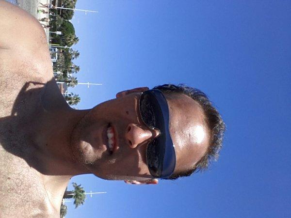 Moi sur le sable chaud