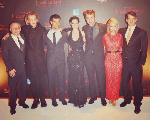 Première « Twilight 4 : Révélation 1 » à Londres [16.11.11] -