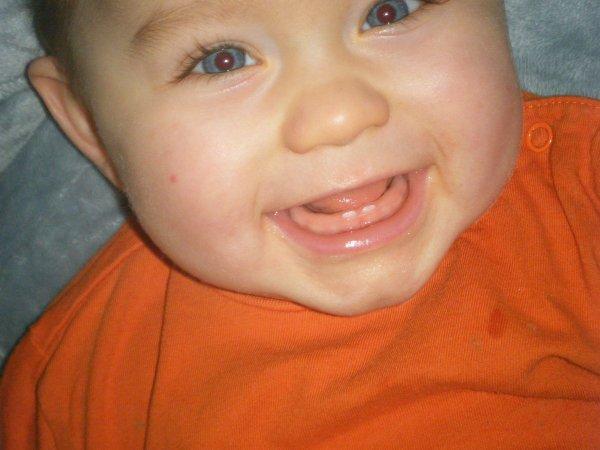 Mathys 9 mois et 2 dents ^^