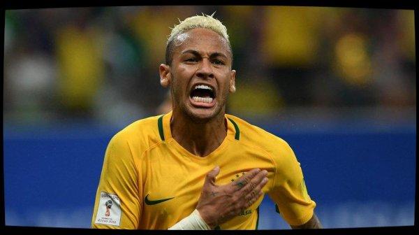 Neymar, idole d'un Brésil qui se passionne pour son éventuel transfert