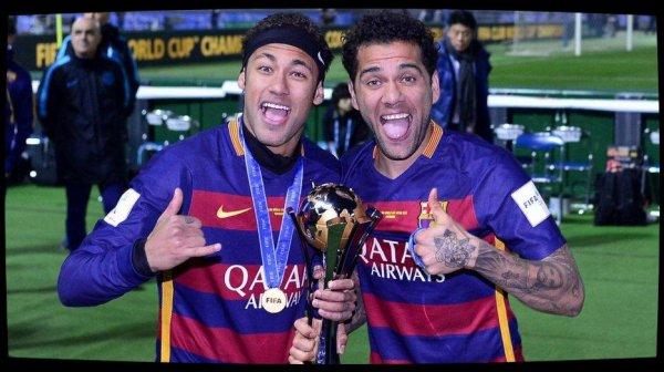 """""""Je n'ai pas à le convaincre"""" : Dani Alves dément son implication dans le dossier Neymar"""